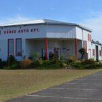 Veres Autó felirat az épületen